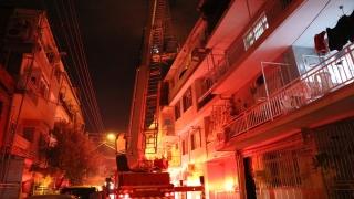 İzmir'de tüp patlaması sonucu evde hasar oluştu