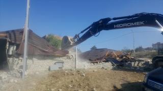 Arnavutköy'deki 5 kaçak yapı yıkıldı