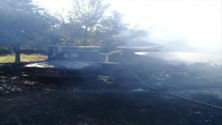 Adana'da park halindeki traktör ve otomobil yandı
