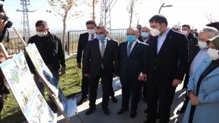 Çevre ve Şehircilik Bakanı Kurum, Elazığ'da depremzedeler için inşa edilen konutları inceledi: