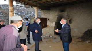 Vali Aydın Baruş, deprem bölgesinde incelemelerde bulundu