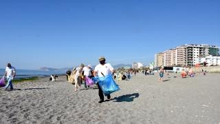 Alanya'da yerleşik yabancılar çevre temizliği için bir araya geldi