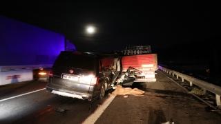Bolu'da minibüs tıra çarptı: 2 ölü, 3 yaralı