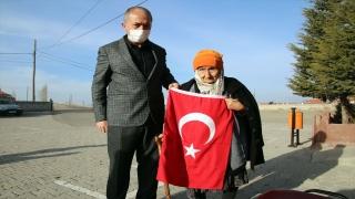 """Sivas'ta 96 yaşındaki asırlık çınardan Bakan Selçuk'un """"İstiklal Marşı"""" çağrısına destek"""
