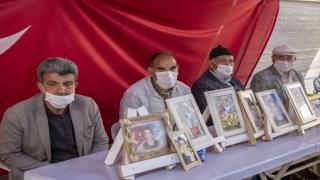 """Diyarbakır anneleri, dağa kaçırılan çocuklarına """"teslim ol"""" çağrısında bulundu"""