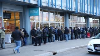 Avusturya'da Diyanete bağlı ATİB kuruluşu, ihtiyaç sahiplerine iftar paketi dağıtıyor
