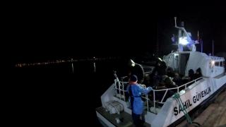 Balıkesir açıklarında Türk kara sularına geri itilen 34 sığınmacı kurtarıldı