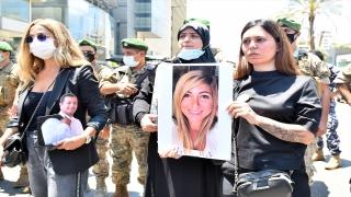 """Beyrut Limanı'ndaki patlamada ölenlerin yakınları """"adalet talebiyle"""" gösteriler düzenledi"""