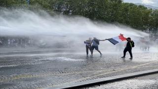 Fransa'nın dört bir yanında Kovid19 zorunlu aşı karşıtları yine meydanlarda