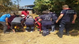 Adana'da çıktıkları ahır çatısının bir bölümünün çökmesi sonucu iki kadın yaralandı