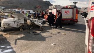 Bilecik'te otomobille tır çarpıştı: 1 ölü, 2 yaralı