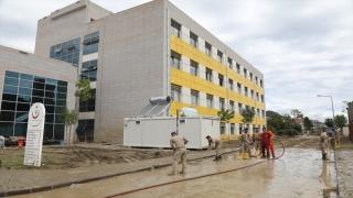 Selden zarar gören Ayancık Devlet Hastanesi kısmi olarak hizmet vermeye başladı