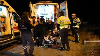 Sivas'ta menfeze düşen otomobildeki 3 kişi yaralandı