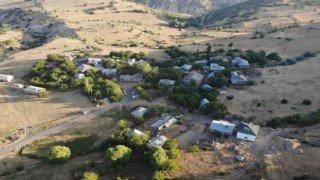 Elazığdaki depremde bazı evler hasar gördü