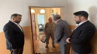 Berlin Şehitlik Camisi yöneticileri bayram öncesi yaşlıları evlerinde ziyaret etti