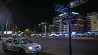 Başkent, sokağa çıkma kısıtlamasının başlamasıyla sessizliğe büründü