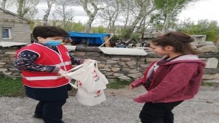"""Erzurumlu 3 bin çocuğun Kızılay gönüllüleriyle gelen """"arafalık"""" mutluluğu"""
