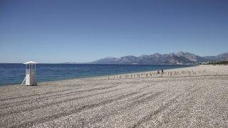 """Dünyaca ünlü plajda """"deniz keyfi"""" sosyal mesafeli olacak"""