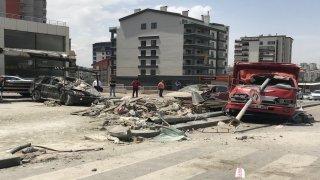Freni boşalan kamyonet, ışıklarda bekleyen araçlara çarptı: 1 ölü 3 yaralı