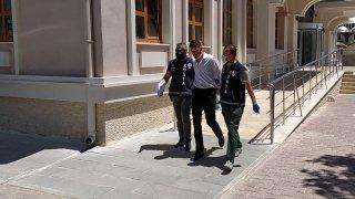 Otobüste tartıştığı güvenlik görevlisini durakta bıçaklayan zanlı tutuklandı