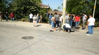 Otomobilin elektrikli bisiklete çarpması sonucu bir çocuk öldü, babası ve kardeşi ağır yaralandı