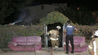 Başakşehir'de gecekondu yangını korkuttu