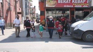 Adana'da polis, anaokulu ve ilkokul öğrencilerini okulla buluşturdu