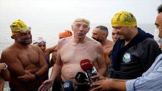 Ünlü yüzücü Michael Read İstanbul'da kulaç attı