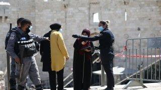 İsrail polisi Kovid19 gerekçesiyle Filistinlilerin Mescidi Aksa'ya ulaşmalarını engelledi