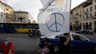 Yunanistan'da göstericiler, ABD bayrağını yaktı