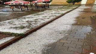 Kastamonu'da etkili olan dolu Seydiler ilçesini beyaza bürüdü