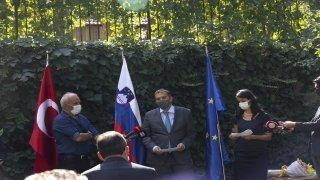 """Slovenya Cumhuriyeti Polisi'nden milli kayakçı Sıla Kara'ya """"özveri madalyası"""""""