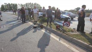 Adana'da otomobil çim biçen işçilere çarptı: 1 ölü, 1 yaralı