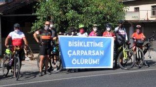 """Muğla'da bisikletçilerden """"Bisikletime çarparsan ölürüm"""" etkinliği"""