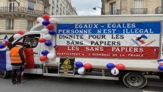 Fransa'da işçi sendikaları ve göçmenler Macron hükümetini protesto etti
