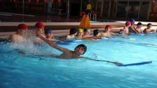 """""""Yüzme Bilmeyen Kalmasın"""" projesiyle Artvin'de 1000 öğrenci yüzme öğreniyor"""