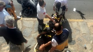 Muğla'da iki kişinin yaralandığı trafik kazası güvenlik kamerasında