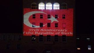 Tiran Politeknik Üniversitesi Türk ve Arnavutluk bayraklarının renklerine büründü