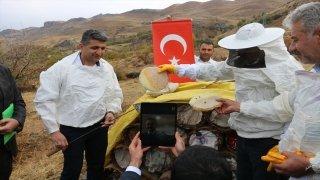 Bakan Pakdemirli, videokonferansla Siirt'teki bal hasadına katıldı