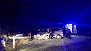Antalya'da iki otomobil çarpıştı: 4 yaralı