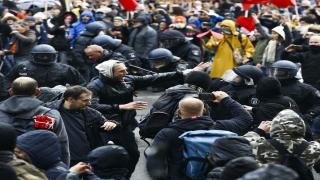 Berlin'de Kovid19 politikasına karşı yapılan gösteriye polis müdahalesi