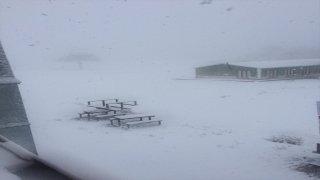 Salda Kayak Merkezi'ne mevsimin ilk karı düştü