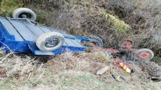 Devrilen traktörün altında kalan sürücüyü çıkarmaya çalışan itfaiye ekibinin amiri kalp krizinden öldü
