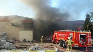 GÜNCELLEME Uşak'taki fabrika yangını kontrol altına alındı