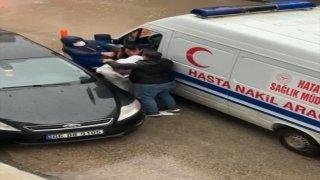 Hatay'da hasta nakil aracının sürücüsünü darbettiği ileri sürülen zanlı yakalandı