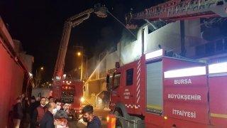 İnegöl'de mobilya fabrikasında yangın çıktı