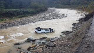 Giresun'da dereye yuvarlanan otomobilin sürücüsü kayboldu
