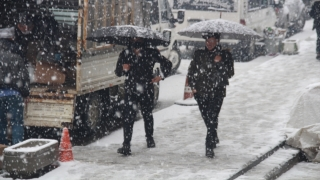 Şemdinli'de kar yağışı hayatı olumsuz etkiledi