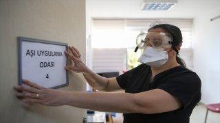 Antalya, Muğla, Burdur ve Isparta'da CoronaVac aşısı sağlık çalışanlarına uygulanıyor