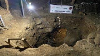 Gümüşhane'de define aramak için evde 12 metre derinliğinde tünel kazan 7 zanlı suçüstü yakalandı